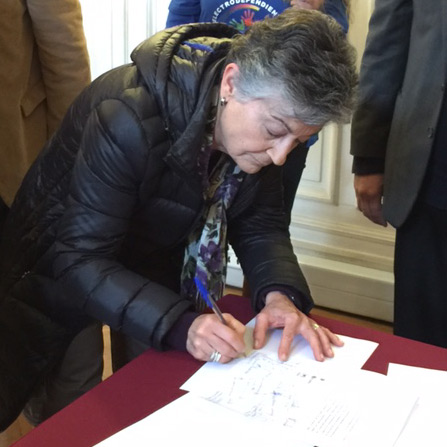 Signing Agreement for Rare Diseases Law in Chlle