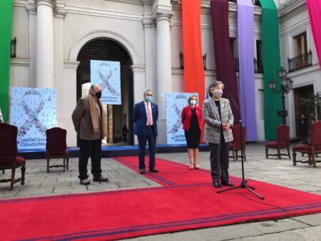 Piga speaking at La Moneda